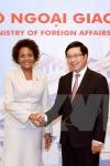 Le vice-Premier ministre et ministre vietnamien des Affaires étrangères et la secrétaire générale de la Francophonie. Photo: VNA - Vietnam+